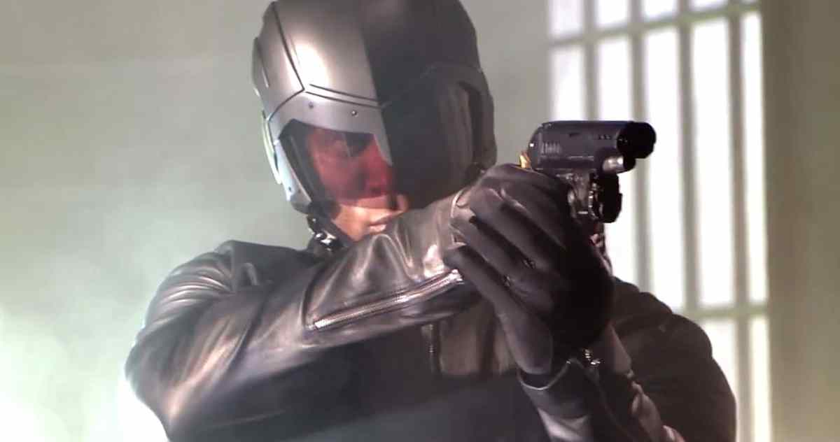 'Arrow': Diggles New Helmet Revealed in Latest CW Promo