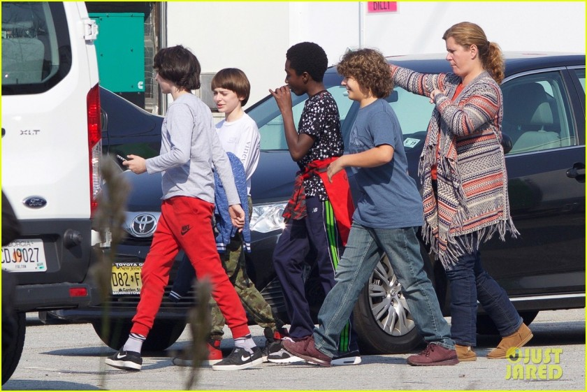stranger-things-cast-starts-shooting-season-two-04.jpg