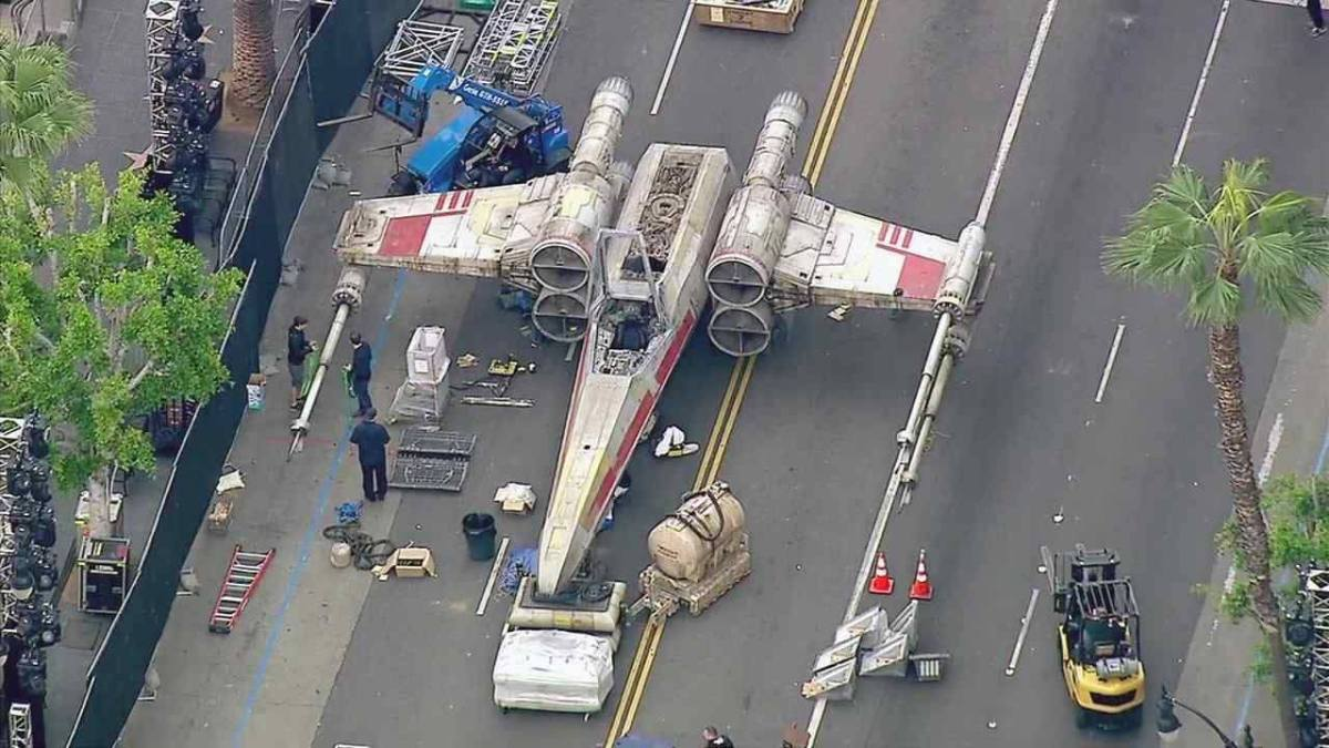 X-Wing Lands in LA For 'Rogue One' Premiere