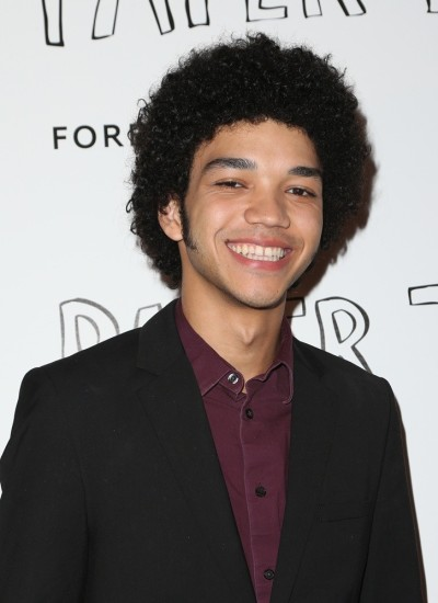 justice-smith-screening-paper-towns-01.jpg